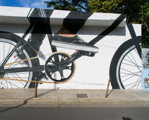 Murales que narra de un hombre pedaleando