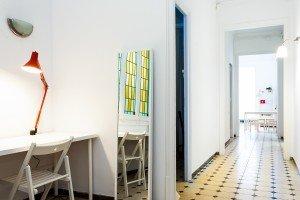 fotografia del pasillo de un piso para estudiantes