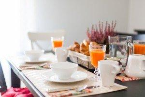 Mesa con desayuno