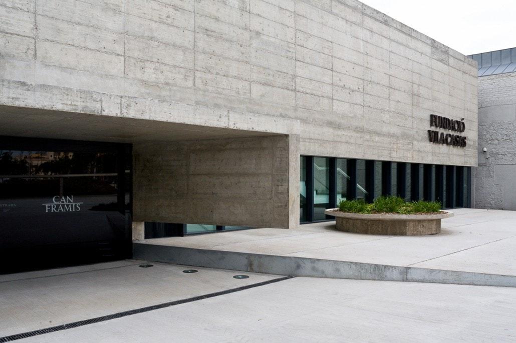 Vision lateral de la puerta de entrada