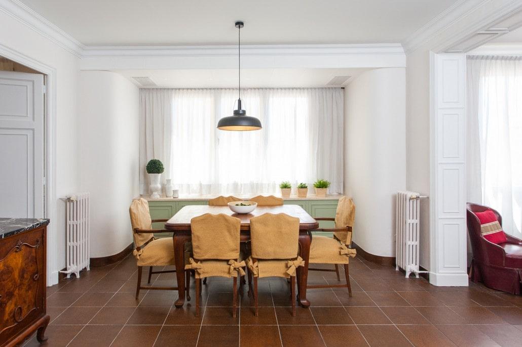 Foto dede el pasillo del la mesa del comedor