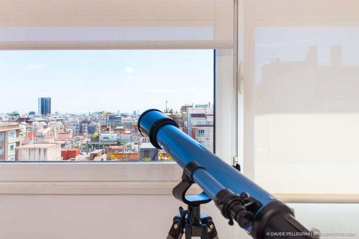 Telescopio y vista de Barcelona