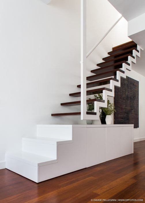 Primer plano de la escalera