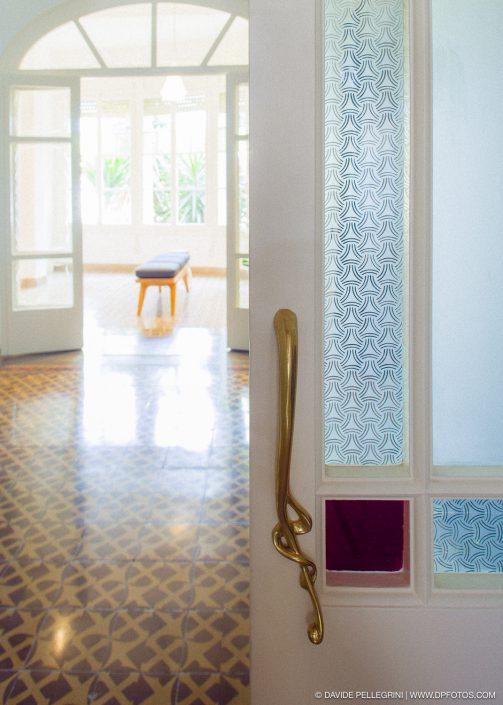 Foto de detalle de una puerta del recibidor