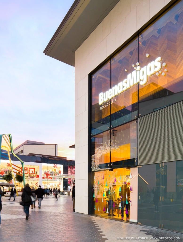 Fotografia de arquitectura de una tienda Buenas Migas
