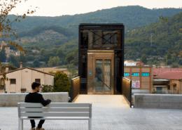 Foto de arquitectura de un ascensor publico