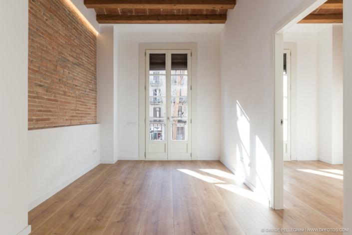 Vista frontal de una habitación
